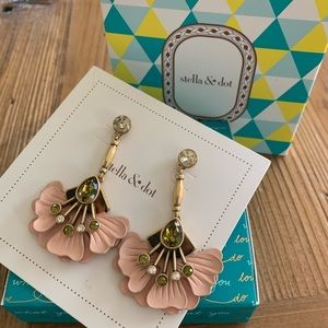 Stella and Dot Rory Floral Drop earrings🌸